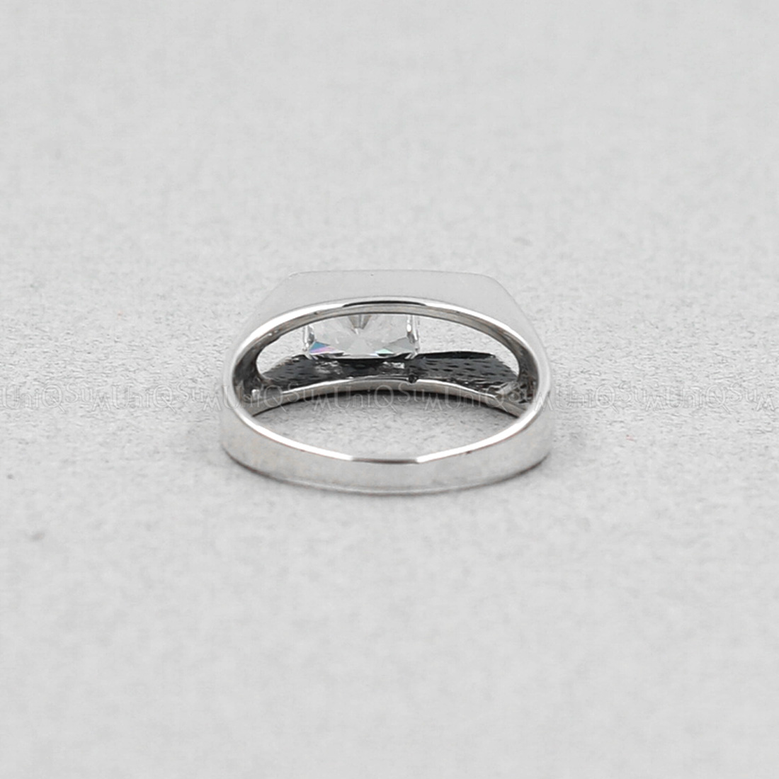 Cubic zirconia rings sterling silver : Movable sterling silver transparent cubic zirconia ring