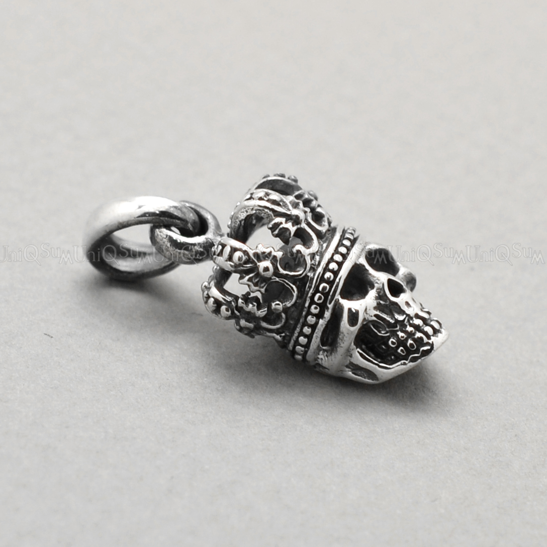 Colored Eyes 925 Sterling Silver King Skull Pendant Uniqsum